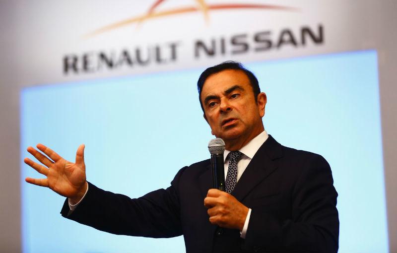 """Traian Băsescu i-a oferit ordinul """"Steaua României"""" lui Carlos Ghosn, preşedintele Renault-Nissan - Poza 1"""
