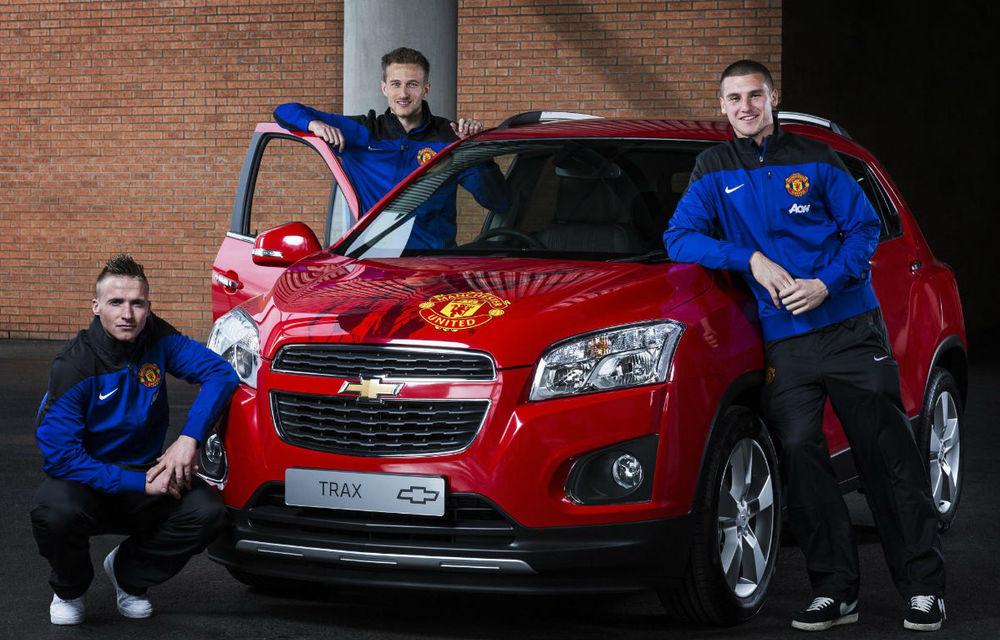 Chevrolet scoate la licitaţie un Trax semnat de toţi jucătorii lui Manchester United - Poza 1