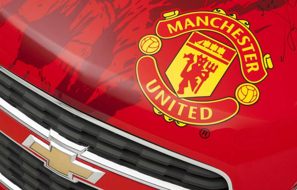 Chevrolet scoate la licitaţie un Trax semnat de toţi jucătorii lui Manchester United - Poza 5