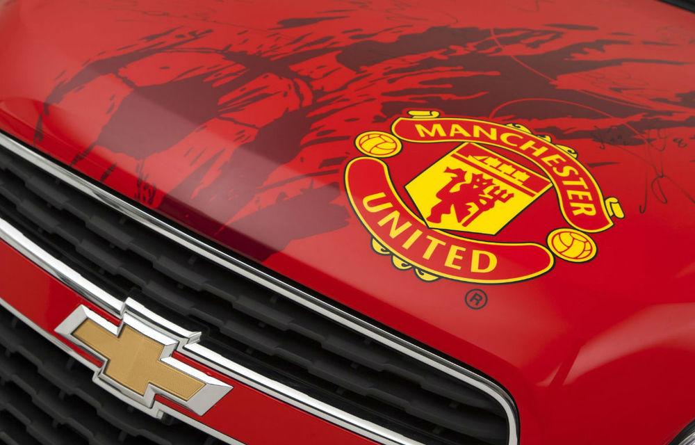 Chevrolet scoate la licitaţie un Trax semnat de toţi jucătorii lui Manchester United - Poza 6