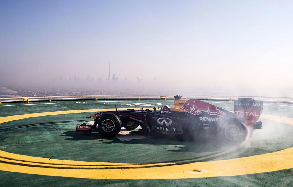 """Red Bull a sărbătorit titlurile cu """"cerculeţe"""" pe helipadul clăirii Burj Al Arab din Dubai - Poza 3"""
