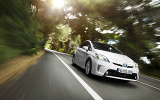 Toyota recheamă în service 1.9 milioane unităţi Prius pentru o actualizare software