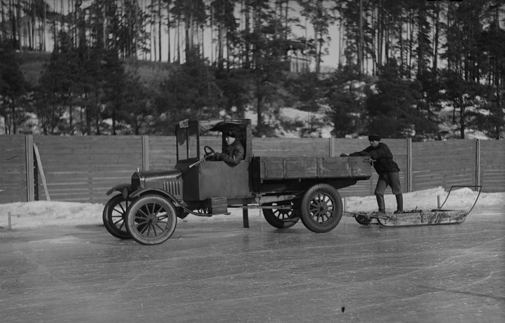 POVEŞTI AUTO: Anvelopa de iarnă împlineşte 80 de ani - Poza 4