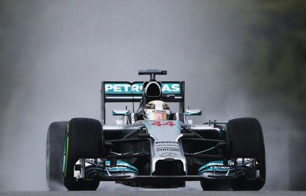 Hamilton îl învinge pe Vettel pe ploaie în lupta pentru pole de la Sepang! - Poza 1