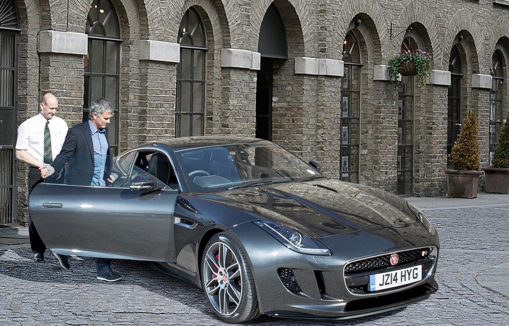 José Mourinho, ambasadorul Jaguar în Regatul Unit, a primit primul F-Type R Coupé - Poza 3