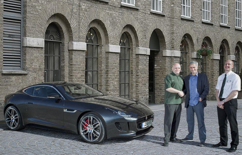 José Mourinho, ambasadorul Jaguar în Regatul Unit, a primit primul F-Type R Coupé - Poza 2