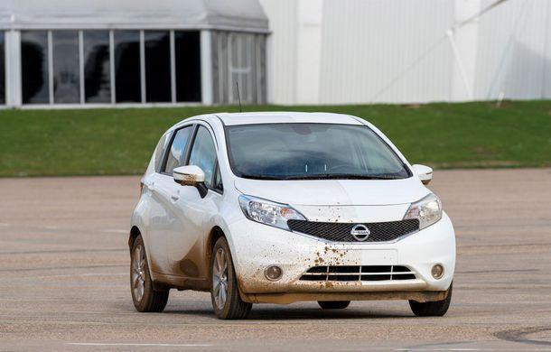 Nissan testează vopseaua care nu permite murdărirea maşinii - Poza 2