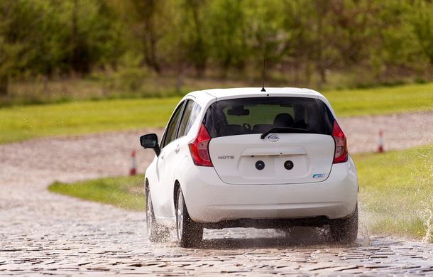 Nissan testează vopseaua care nu permite murdărirea maşinii - Poza 5