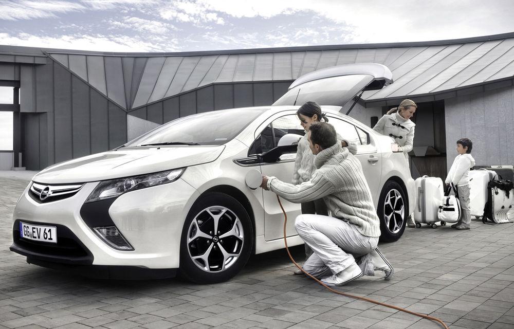 Opel Ampera, pe făraş: germanii vor să renunţe la a doua generaţie a modelului din cauza vânzărilor scăzute - Poza 1
