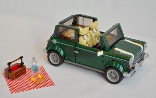 Mini Cooper este oferit şi în versiune LEGO: 1.077 de piese completează maşina de 25 de centimetri lungime
