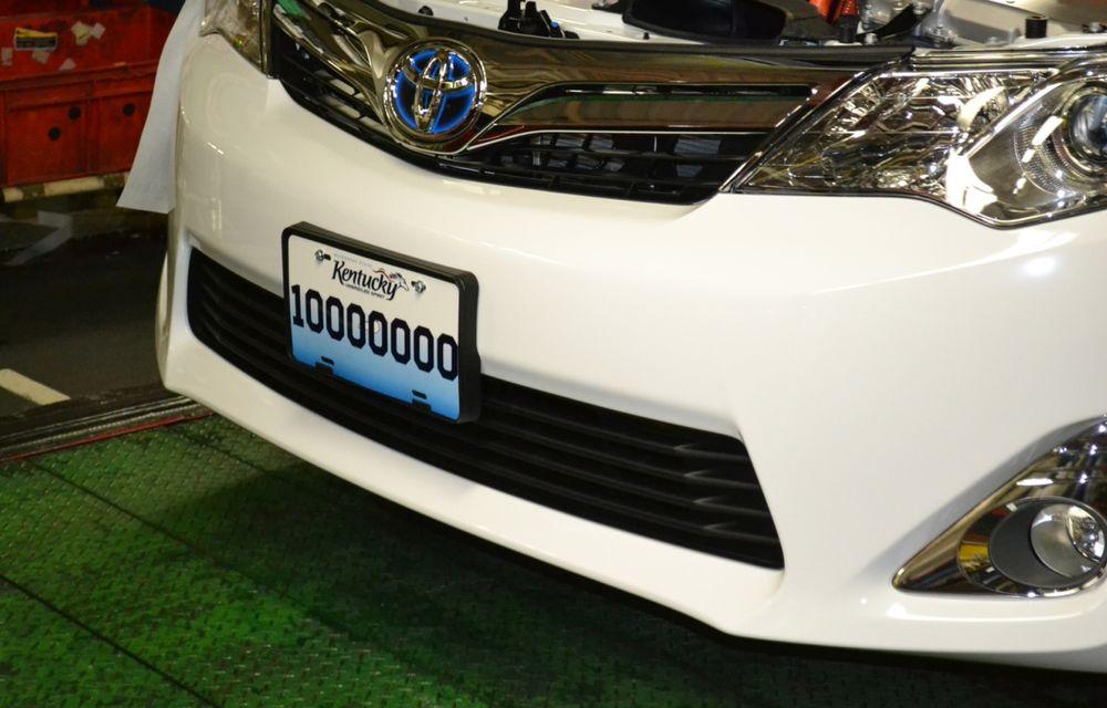 Tombolă la o fabrică Toyota SUA: Camry-ul cu numărul 10.000.000, făcut cadou unui angajat - Poza 4