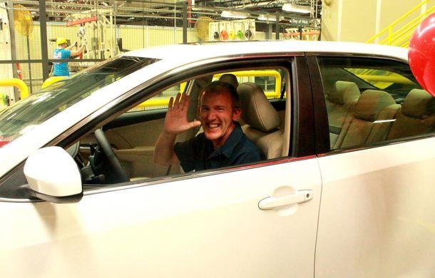Tombolă la o fabrică Toyota SUA: Camry-ul cu numărul 10.000.000, făcut cadou unui angajat - Poza 2
