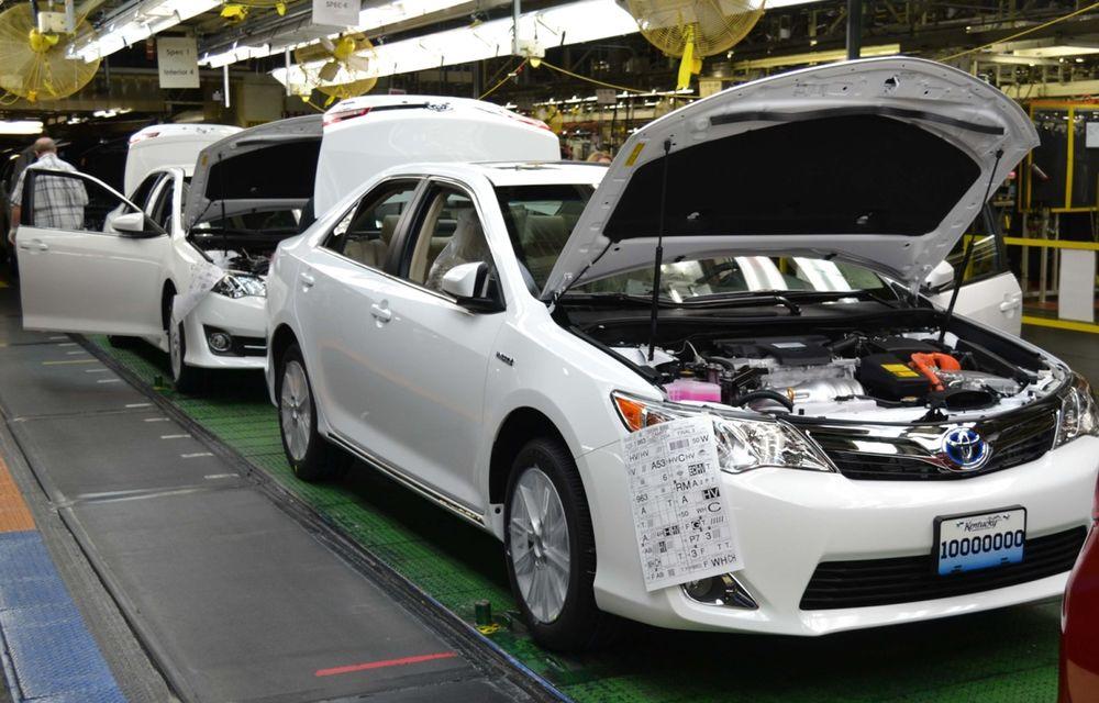Tombolă la o fabrică Toyota SUA: Camry-ul cu numărul 10.000.000, făcut cadou unui angajat - Poza 6