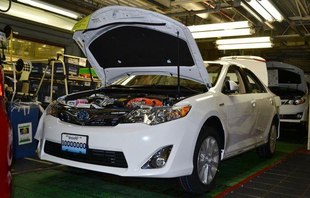 Tombolă la o fabrică Toyota SUA: Camry-ul cu numărul 10.000.000, făcut cadou unui angajat - Poza 5