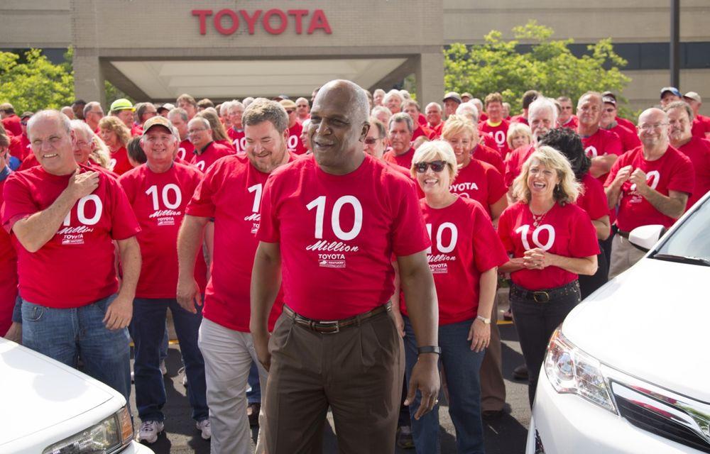 Tombolă la o fabrică Toyota SUA: Camry-ul cu numărul 10.000.000, făcut cadou unui angajat - Poza 8
