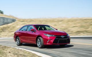 Tombolă la o fabrică Toyota SUA: Camry-ul cu numărul 10.000.000, făcut cadou unui angajat