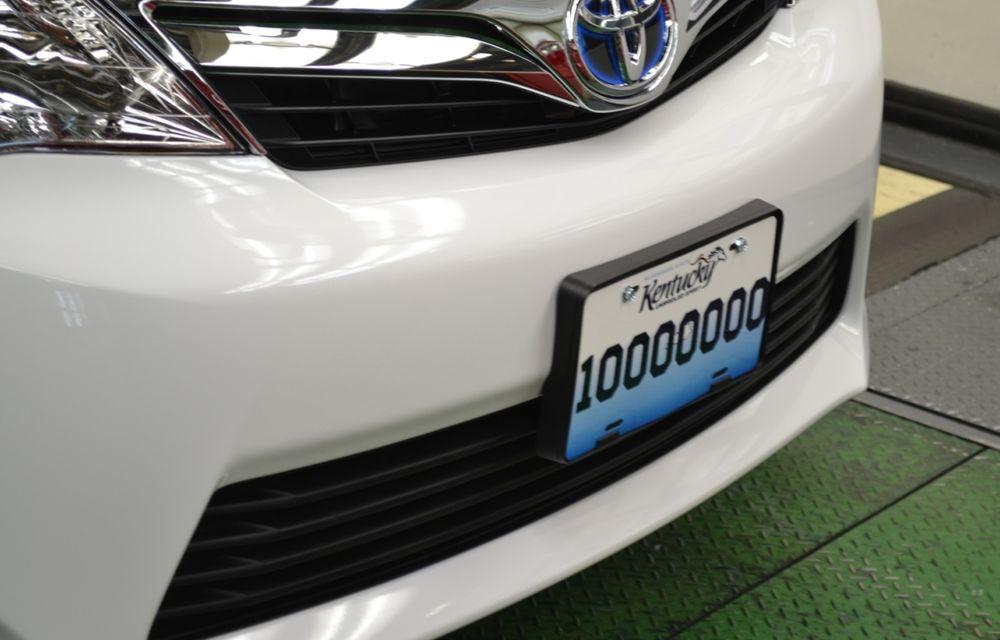 Tombolă la o fabrică Toyota SUA: Camry-ul cu numărul 10.000.000, făcut cadou unui angajat - Poza 3