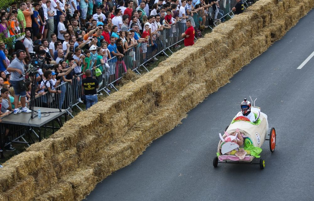 Red Bull Soapbox Race 2014: 51 de echipaje trăznite au luat startul în cursa automobilelor propulsate de gravitaţie - Poza 19