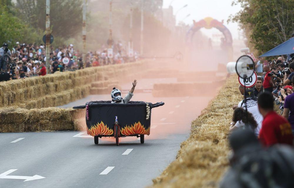 Red Bull Soapbox Race 2014: 51 de echipaje trăznite au luat startul în cursa automobilelor propulsate de gravitaţie - Poza 16