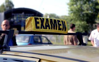 Propunere legislativă: scoala de şoferi va fi accesibilă doar celor care au absolvit minim opt clase