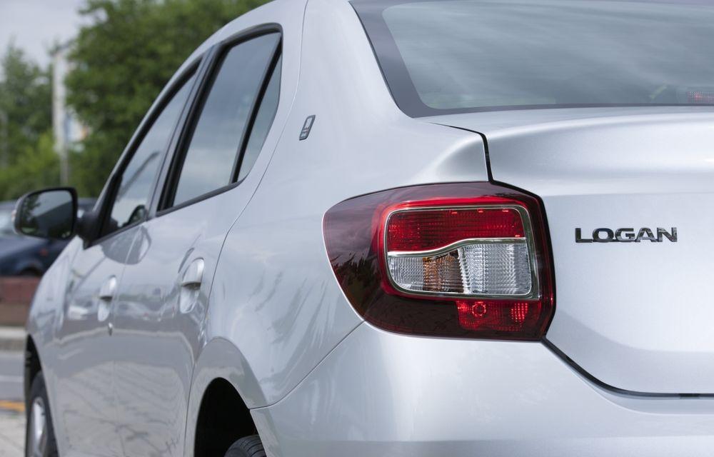 Dacia Logan 10 Ani este premiul cel mare al tombolei organizate la Târgul Gaudeamus 2014 - Poza 4