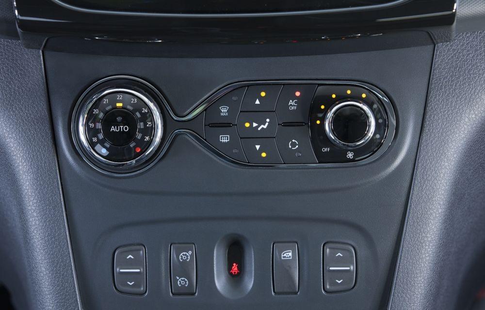 Dacia Logan 10 Ani este premiul cel mare al tombolei organizate la Târgul Gaudeamus 2014 - Poza 9