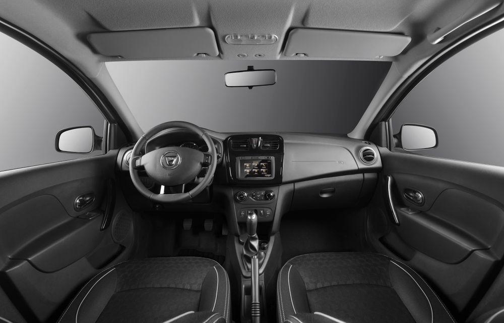 Dacia Logan 10 Ani este premiul cel mare al tombolei organizate la Târgul Gaudeamus 2014 - Poza 6
