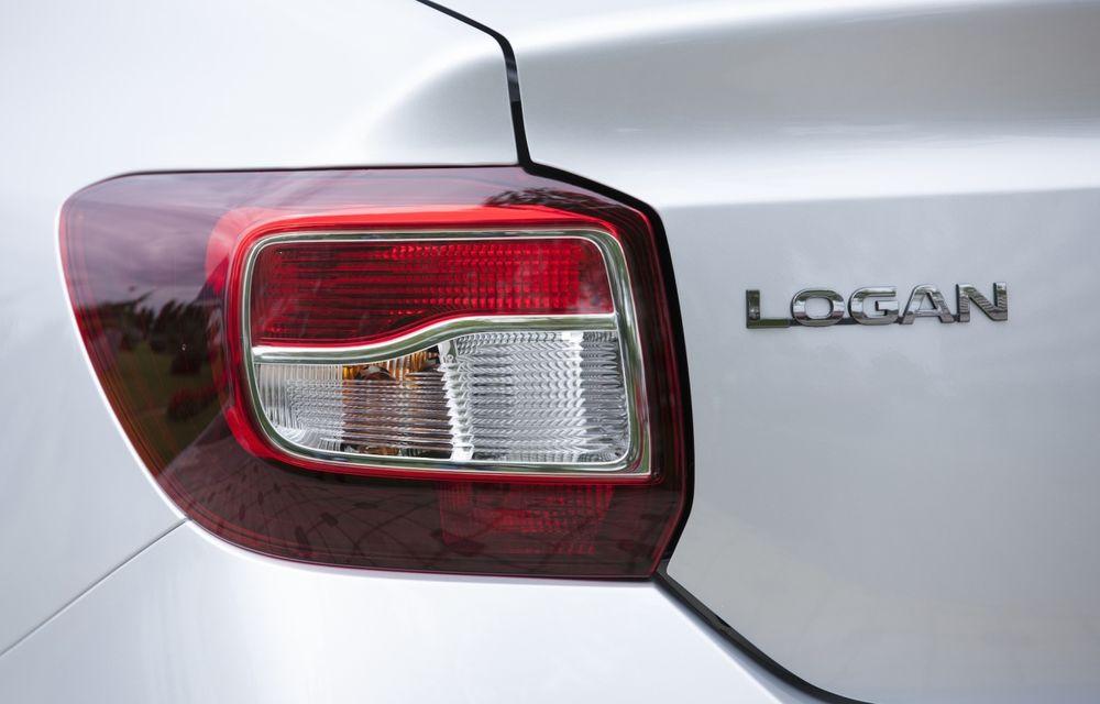Dacia Logan 10 Ani este premiul cel mare al tombolei organizate la Târgul Gaudeamus 2014 - Poza 11