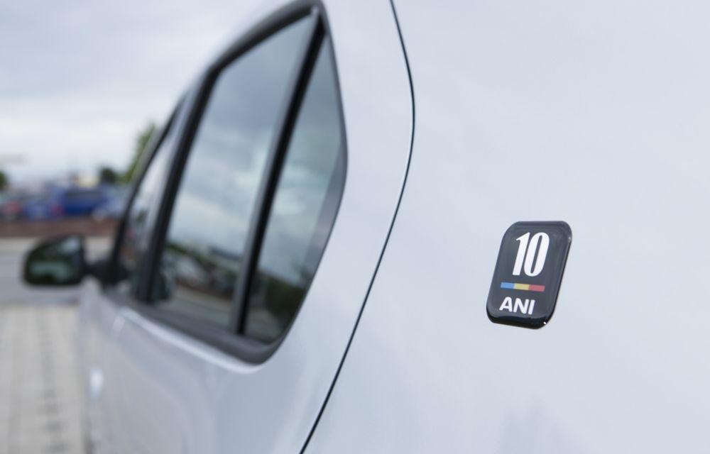 Dacia Logan 10 Ani este premiul cel mare al tombolei organizate la Târgul Gaudeamus 2014 - Poza 1