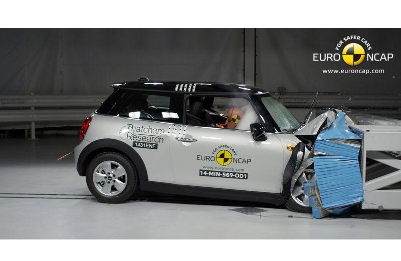 Noi rezultate EuroNCAP: Passat și Mondeo primesc cinci stele, însă Mini, Smart și Opel Corsa reușesc doar patru - Poza 43