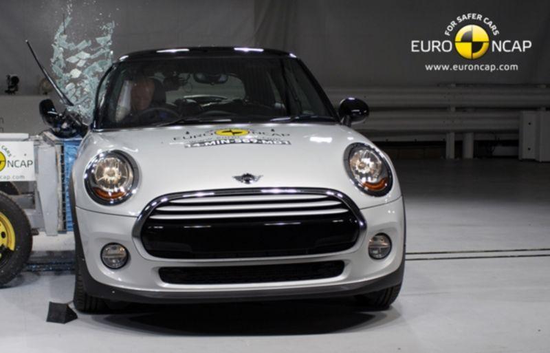 Noi rezultate EuroNCAP: Passat și Mondeo primesc cinci stele, însă Mini, Smart și Opel Corsa reușesc doar patru - Poza 47