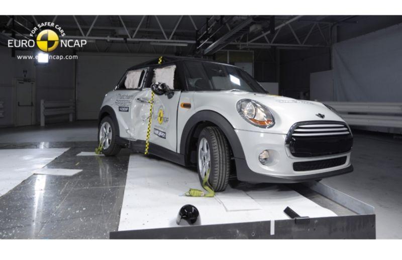 Noi rezultate EuroNCAP: Passat și Mondeo primesc cinci stele, însă Mini, Smart și Opel Corsa reușesc doar patru - Poza 46