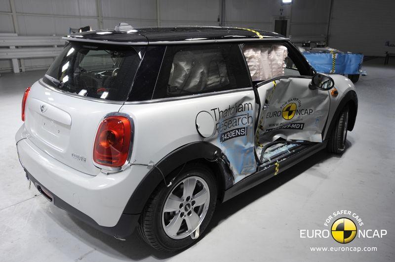 Noi rezultate EuroNCAP: Passat și Mondeo primesc cinci stele, însă Mini, Smart și Opel Corsa reușesc doar patru - Poza 48