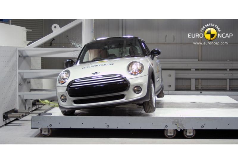 Noi rezultate EuroNCAP: Passat și Mondeo primesc cinci stele, însă Mini, Smart și Opel Corsa reușesc doar patru - Poza 45