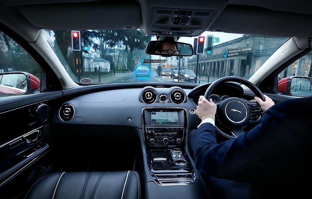 """Jaguar şi Land Rover au inventat """"montanţii transparenţi"""", care îmbunătăţesc vizibilitatea - Poza 2"""