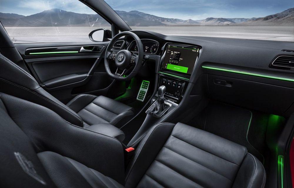 Volkswagen Golf R Touch: conceptul care face trecerea de la butoanele conservatoare la ecranele digitale - Poza 7