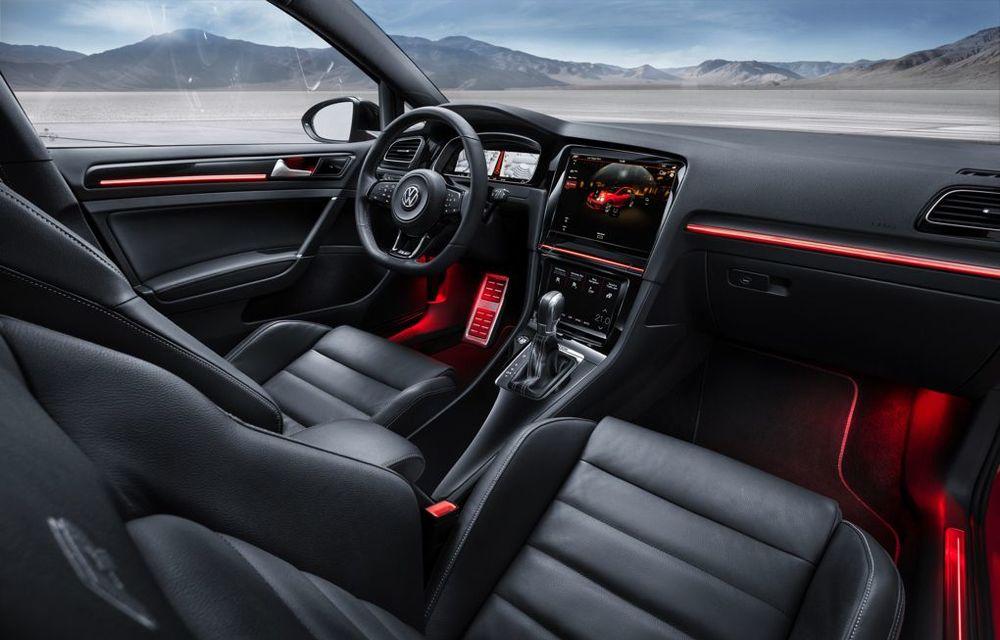 Volkswagen Golf R Touch: conceptul care face trecerea de la butoanele conservatoare la ecranele digitale - Poza 5