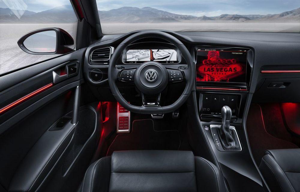 Volkswagen Golf R Touch: conceptul care face trecerea de la butoanele conservatoare la ecranele digitale - Poza 10