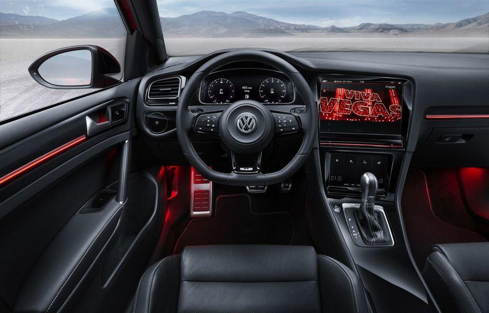 Volkswagen Golf R Touch: conceptul care face trecerea de la butoanele conservatoare la ecranele digitale - Poza 9