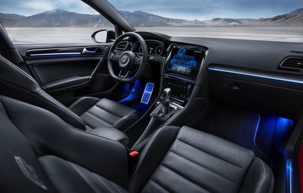 Volkswagen Golf R Touch: conceptul care face trecerea de la butoanele conservatoare la ecranele digitale - Poza 6