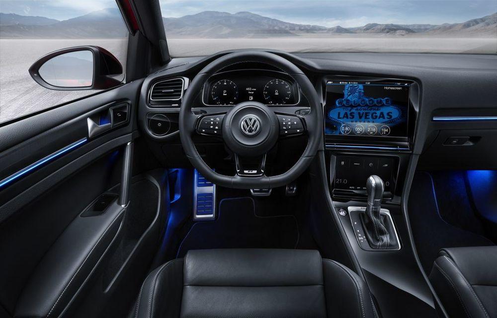 Volkswagen Golf R Touch: conceptul care face trecerea de la butoanele conservatoare la ecranele digitale - Poza 8