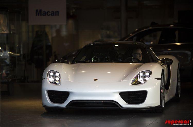 Un englez deţine cele trei supercaruri ale momentului: McLaren P1, Ferrari LaFerrari şi Porsche 918 Spyder - Poza 5