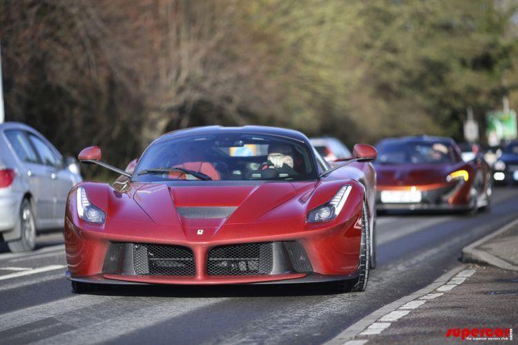 Un englez deţine cele trei supercaruri ale momentului: McLaren P1, Ferrari LaFerrari şi Porsche 918 Spyder - Poza 2