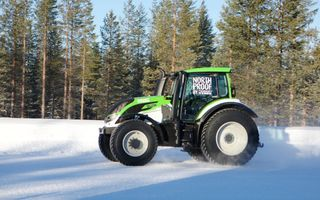 Nokian a stabilit un nou record de viteză: 130 km/h pe zăpadă cu Juha Kankkunen la volanul unui tractor