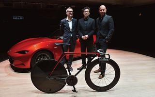 Mazda a aplicat limbajul său de design pe o bicicletă şi pe o canapea