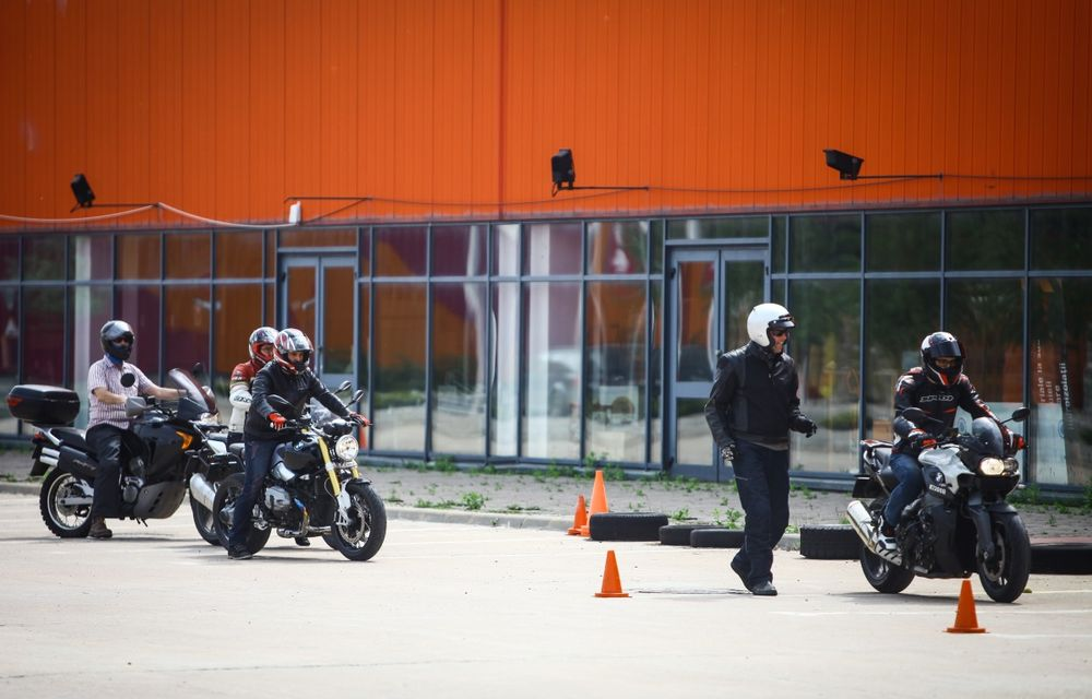 La şcoală pe două roţi: de ce ai nevoie de un curs de conducere defensivă după ce-ţi iei permisul moto - Poza 17