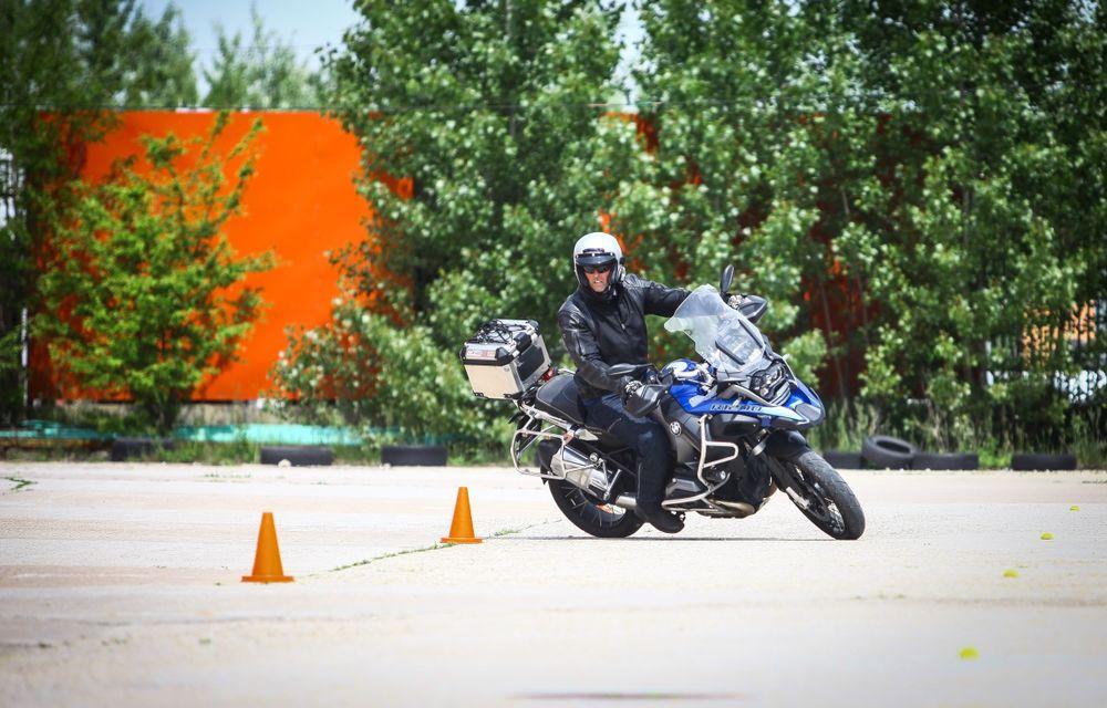 La şcoală pe două roţi: de ce ai nevoie de un curs de conducere defensivă după ce-ţi iei permisul moto - Poza 9