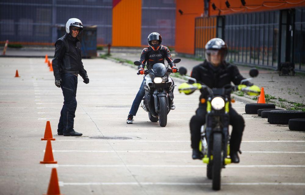 La şcoală pe două roţi: de ce ai nevoie de un curs de conducere defensivă după ce-ţi iei permisul moto - Poza 18