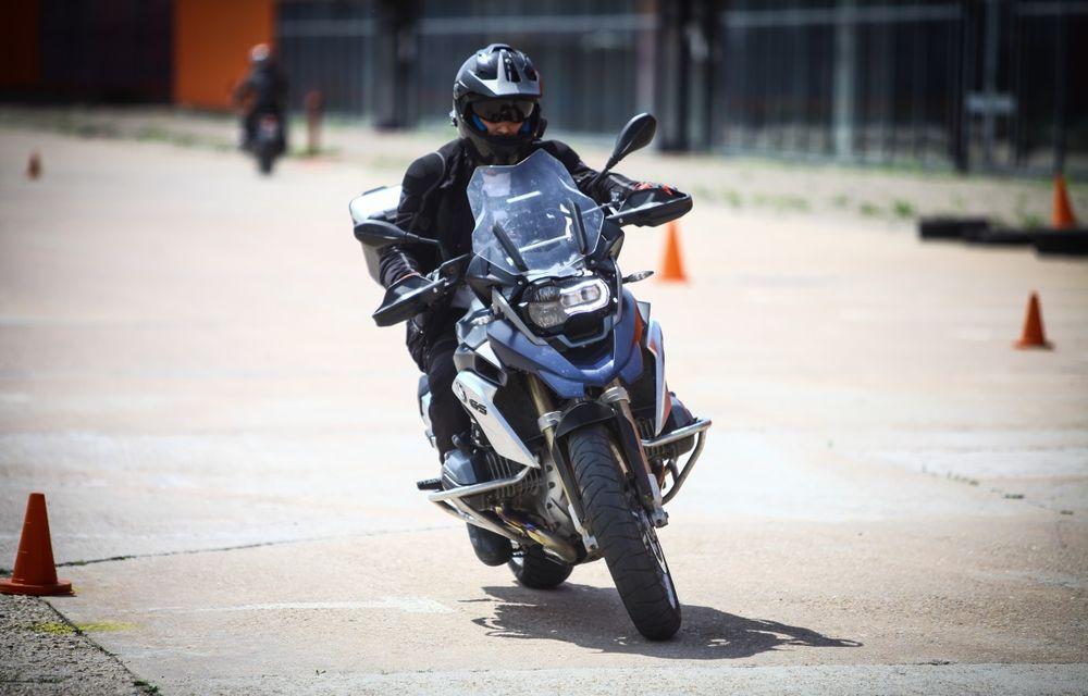 La şcoală pe două roţi: de ce ai nevoie de un curs de conducere defensivă după ce-ţi iei permisul moto - Poza 2