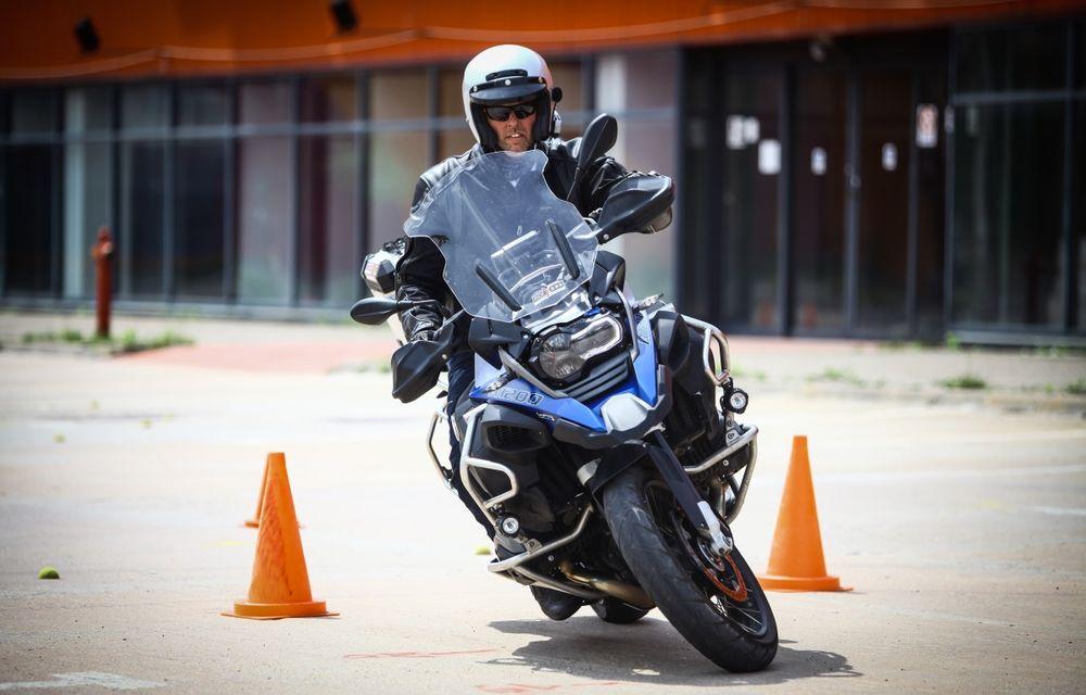 La şcoală pe două roţi: de ce ai nevoie de un curs de conducere defensivă după ce-ţi iei permisul moto - Poza 1
